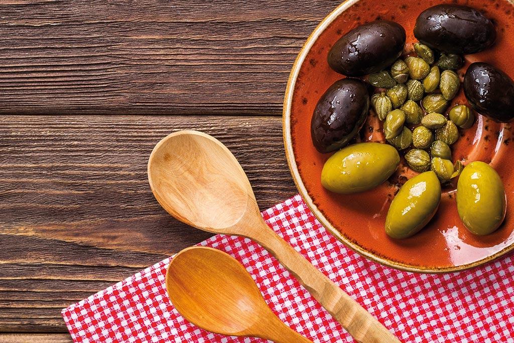 Le-Madri-Eccellenza-e-Prestigio_mezze-penne-puttanesca-olive-nere-tartufo
